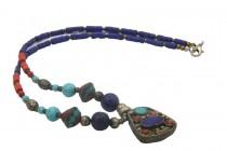 Collier en lapis lazuli et argent avec pendentif