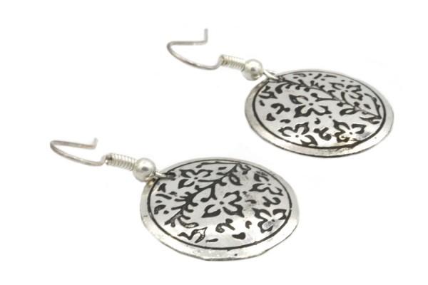 Boucles d'oreilles style motifs indiennes à fleurs argent