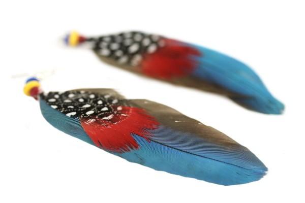 Boucles d'oreilles en plumes fantaisie beige perroquet