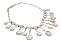 Collier avec baguettes pendantes argent original de créateur