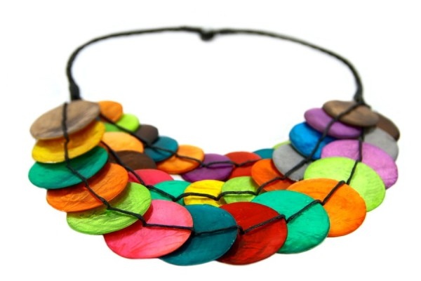 Collier en nacre multicolore