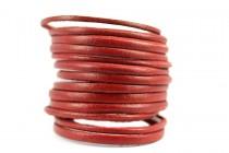 Bracelet en cuir de couleur rouge