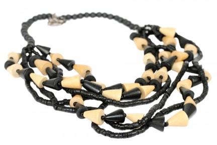 Collier noir et blanc rangs multiples