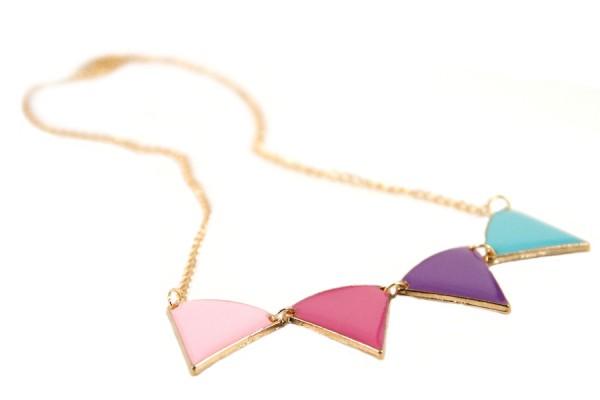 Collier chaîne avec pendentif triangle