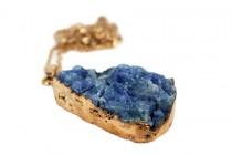 Collier avec pierre précieuse quartz de couleur bleu