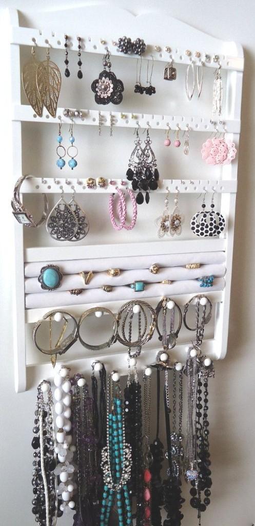 comment ranger ses bijoux dans une boite ou sur un. Black Bedroom Furniture Sets. Home Design Ideas