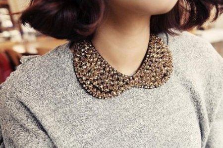 porter collier col claudine