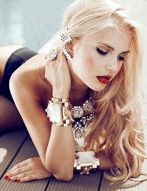 quel bijoux pour une femme ronde  forte pour affiner la silhouette