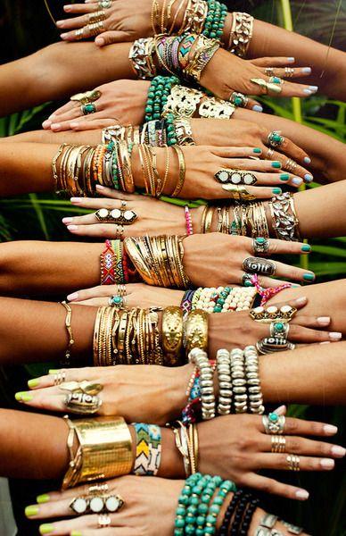 Porter et mettre un bracelet fantaisie