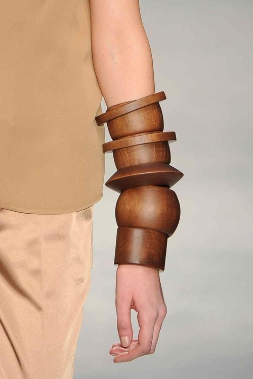comment porter bijoux bois
