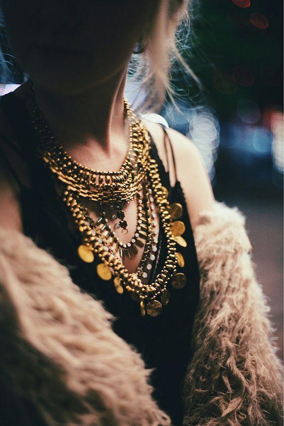 Avec quoi porter un collier dore