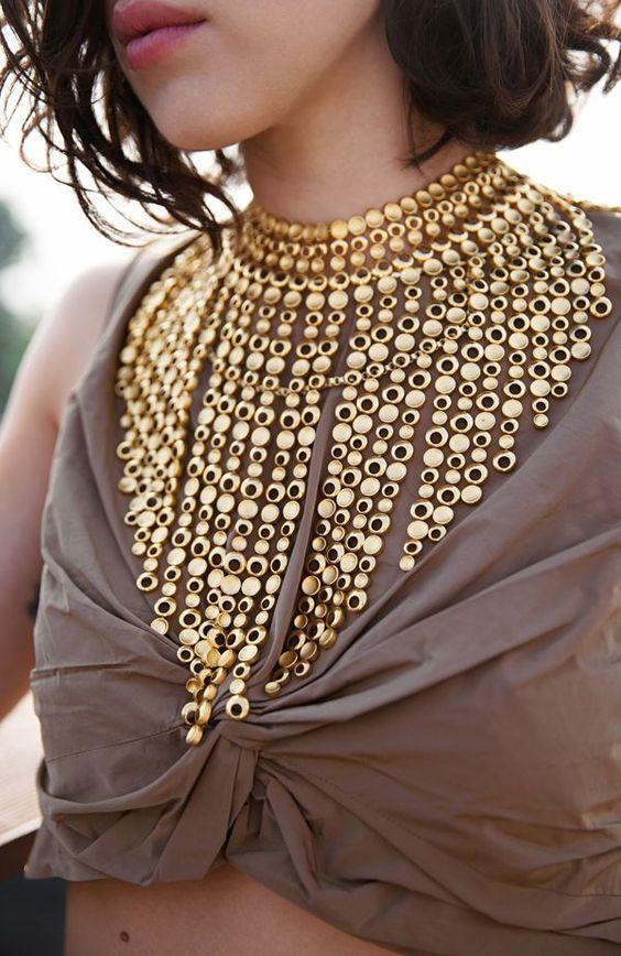 Avec quoi porter gros collier