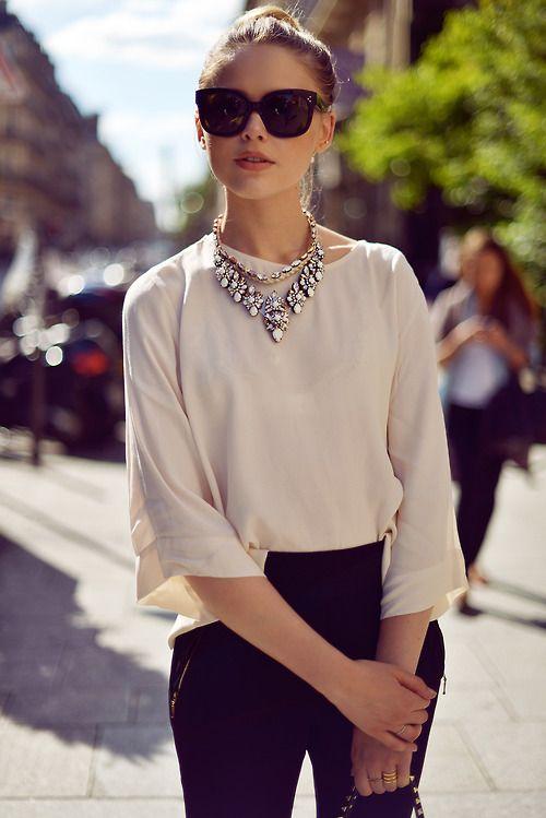 collier ras de cou tenue