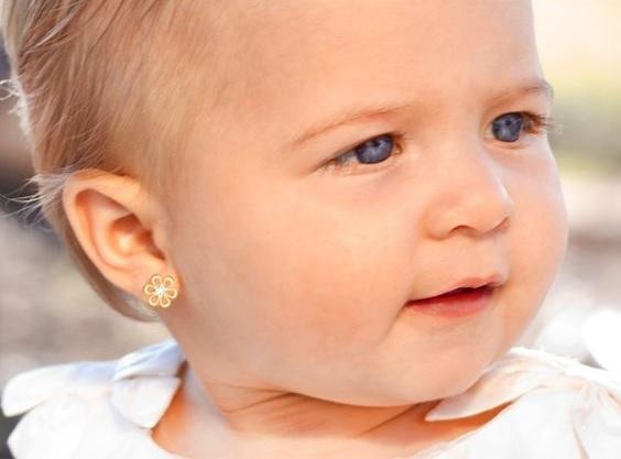 quelles boucles oreilles choisir bebe