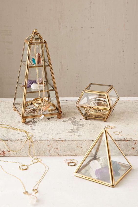 histoire de la boite bijoux. Black Bedroom Furniture Sets. Home Design Ideas