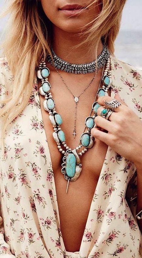 964f67bca6f02 Pourtant, il est important de savoir assortir ses bijoux à sa tenue, mais  aussi à son propre style.